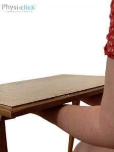 ידיים דוחפות שולחן 2